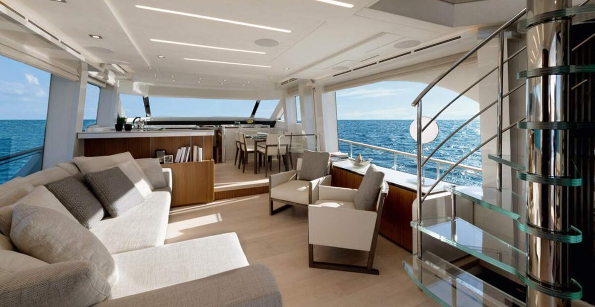 monte carlo yachts mcy 70 skylounge_interni_01