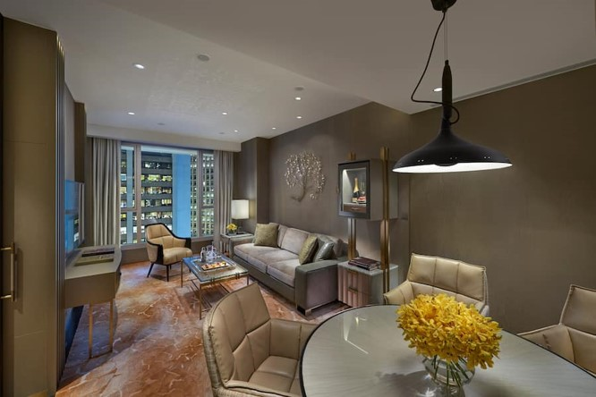 Landmark Mandarin Oriental August Luxury Brand Display 2020